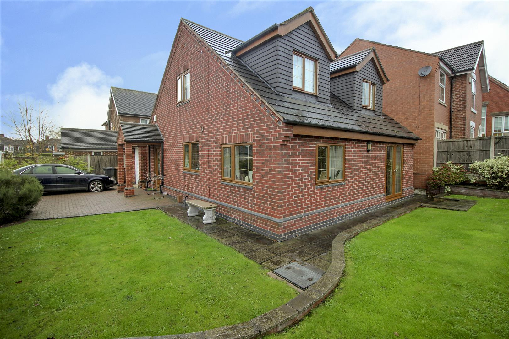 3 Bedrooms Detached House for sale in Barker Close, Stanley Common